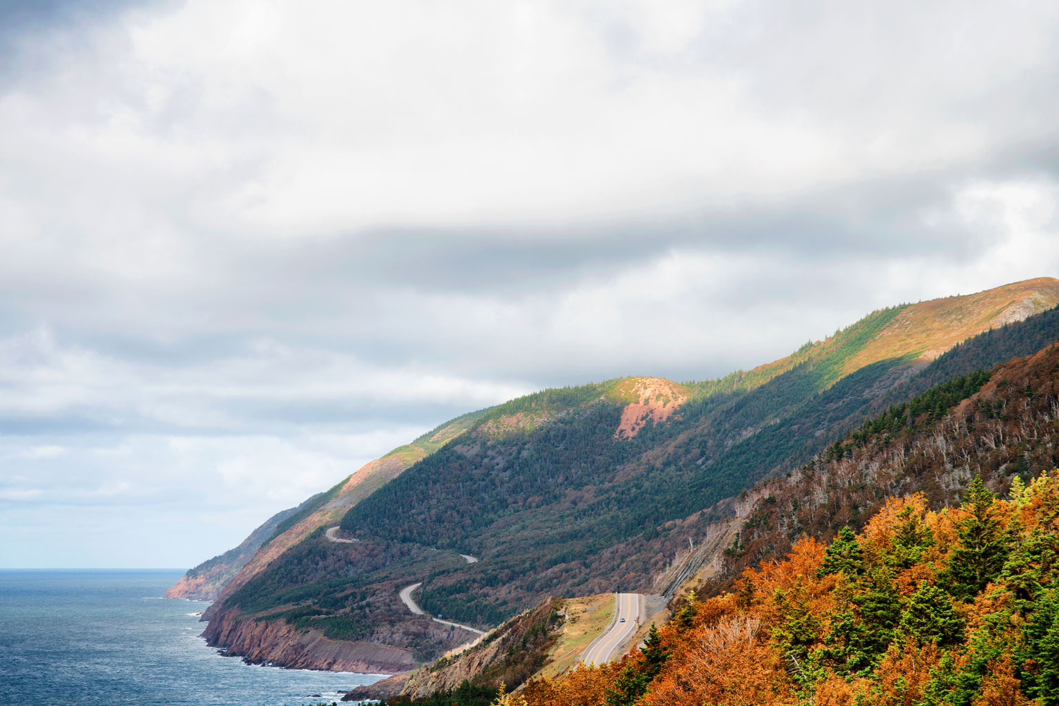 picture of a winding coastal road